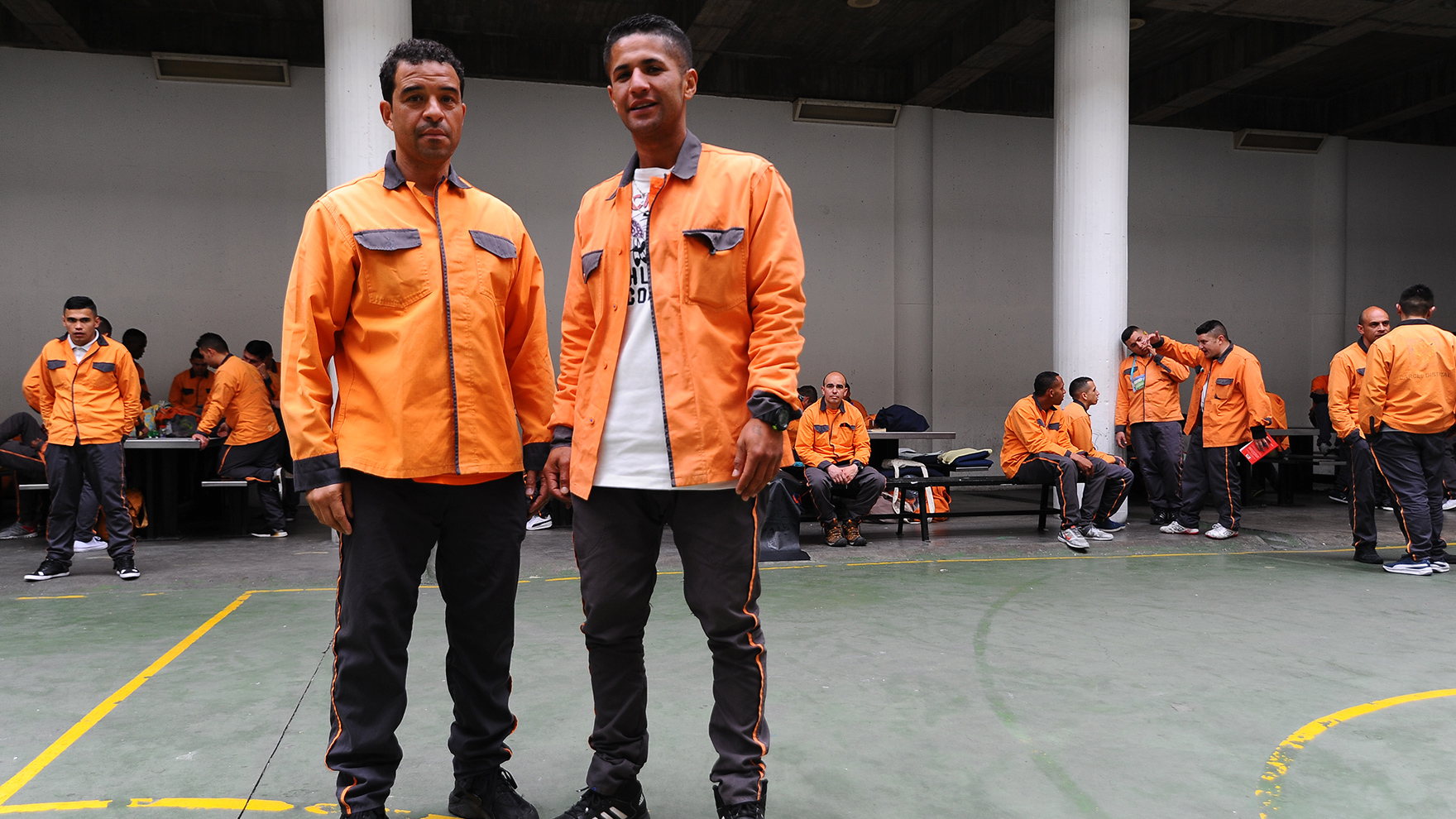 Copy-of-RR-in-Colombian-Prison-with-Prisoner1