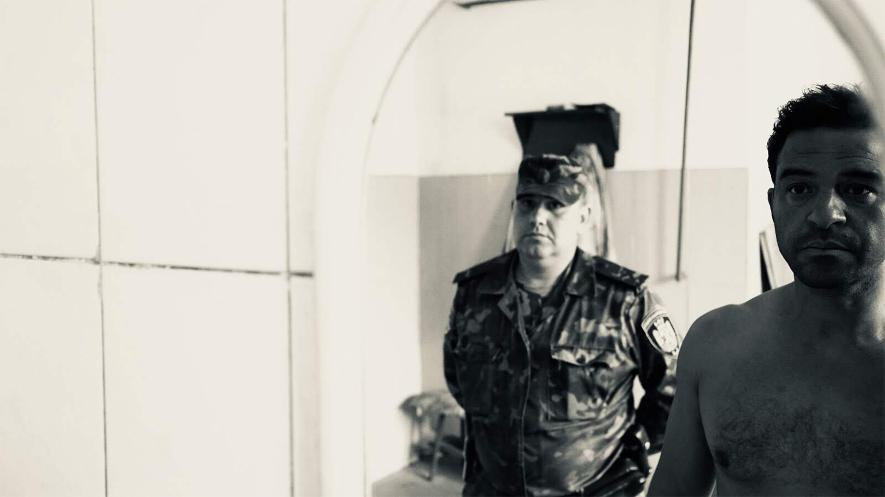 RR-watched-by-Guard-in-Ukraine-Prison